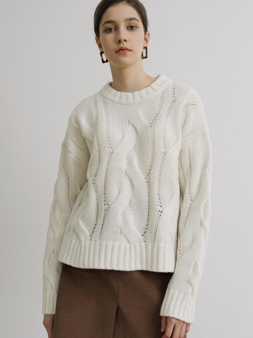 monts 1196 large-shape twisting knitwear (ivory)